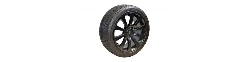 """Conjunto 4 Jantes 20"""" e Pneus Range Rover Sport"""
